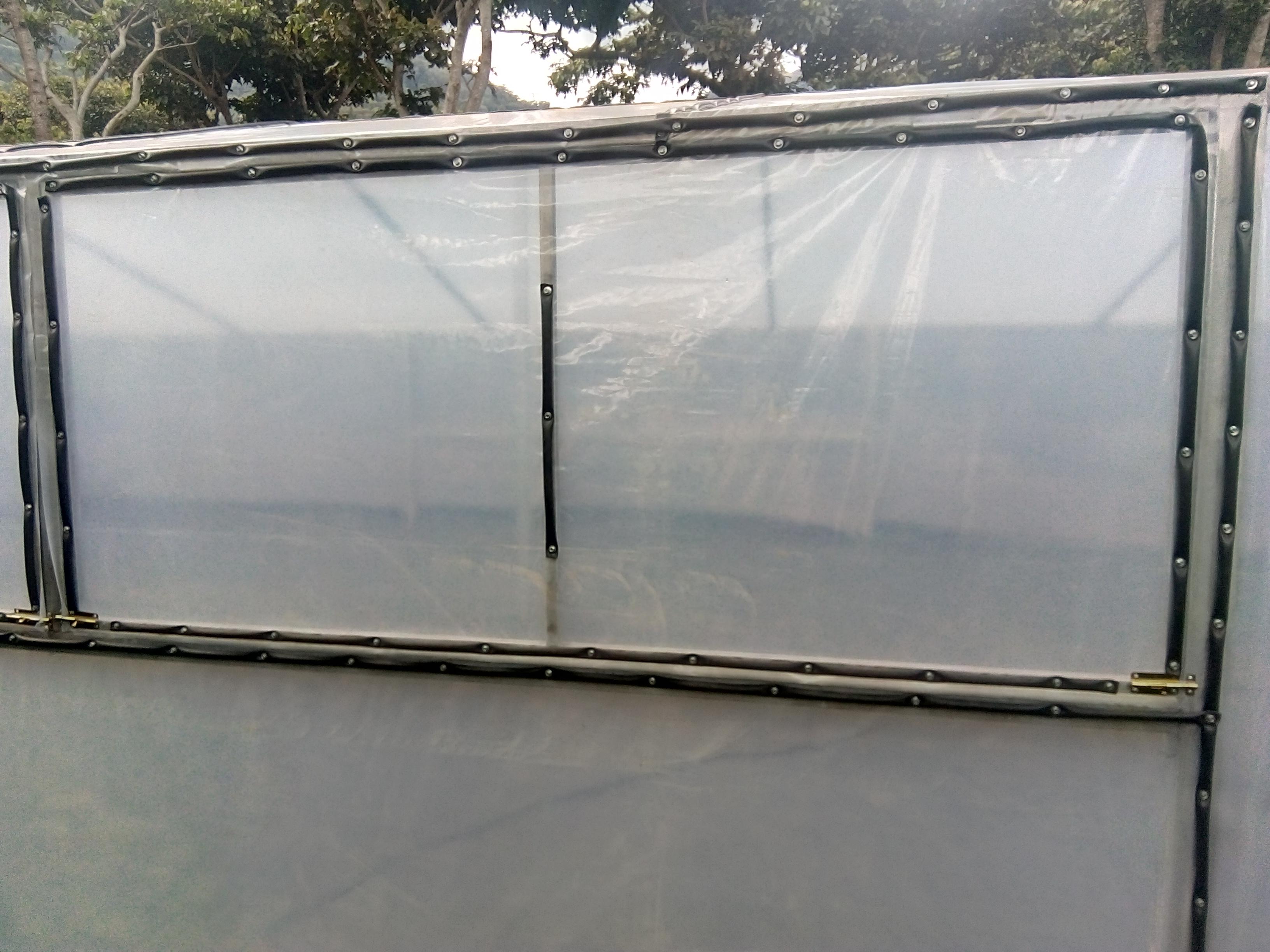 Ventana de ventilacion en invernadero de secado de cafe